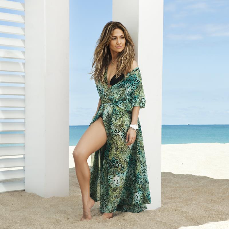 詹妮弗·洛佩兹(Jennifer Lopez)在音乐录影带中穿着黑冰收藏♥️