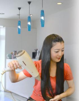 髪モデルの淵江真由美さんが教える美髪になるコツ!淵江真由美さん愛用の低温トリートメントドライヤーって?って本当にいいの?口コミなど徹底分析